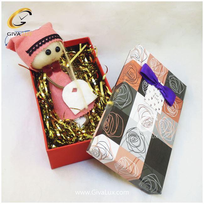پک کادویی شامل عروسک صورتی و جعبه