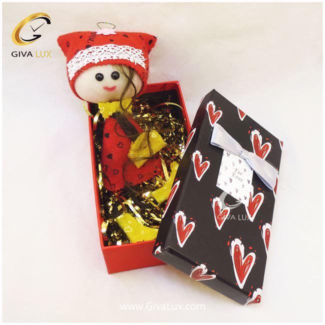 پک کادویی شامل جعبه  قرمز و عروسک