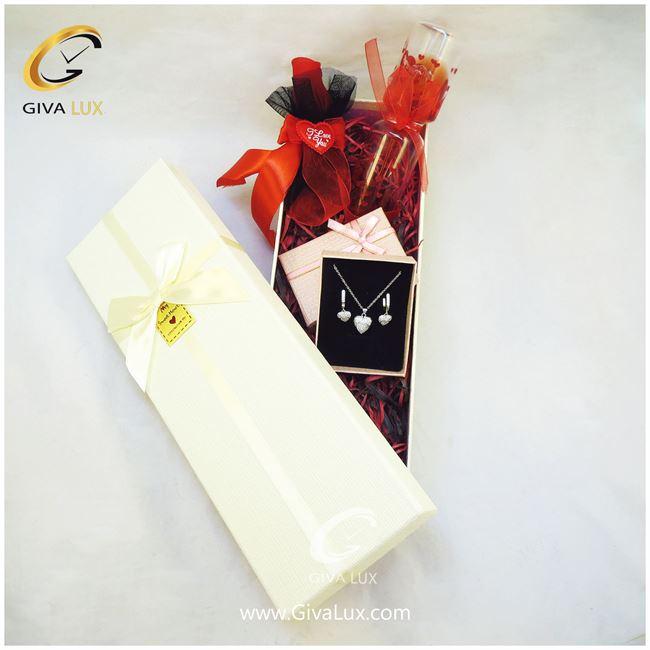 پک کادویی شامل گل ربان دار لاوسنج جعبه نیم ست قلبی