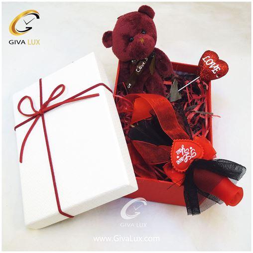 پک کادویی شامل جعبه خرس بنفش گل قرمز روبان دار قلب