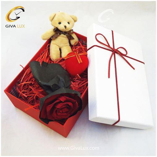 پک کادویی شامل خرس و قلب و گل کاغذی قرمز و جعبه