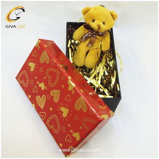 پک کادویی شامل خرس قهوه ای و جعبه قرمز