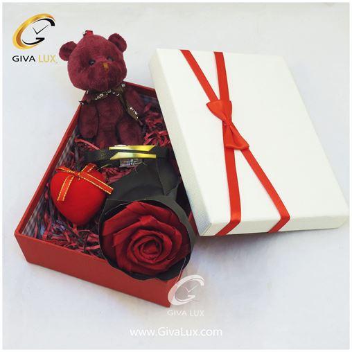 پک کادویی شامل خرس قلب گل کاغذی و جعبه و دستبند اسپرت