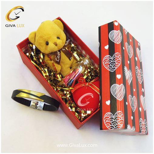پک کادویی شامل جعبه خرس قهوه ای قلب شیشه تزئینی دستبند اسپرت